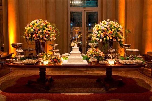 Noiva Antenada Mesa do bolo e doces casamento