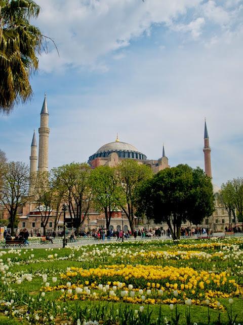 Jardín de Tulipanes frente a Santa Sofía, Estambul