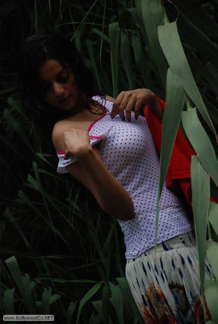 Maayai+Heroine+Sanam+Stills+(12)