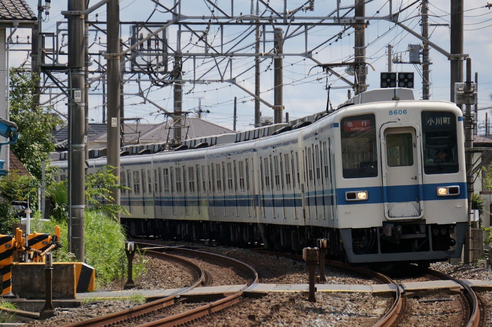 東上線を走る東武鉄道8000系