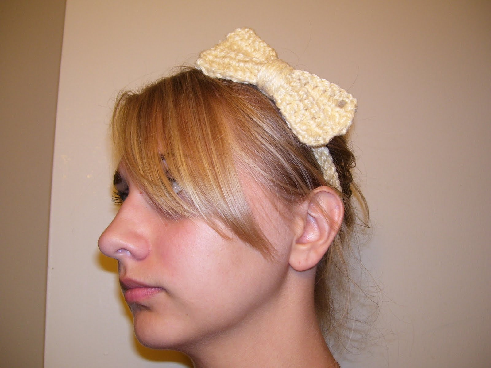 Crochet Patterns Hair : Teacher. Sewer. Knitter. Blogger.: Cute Crochet Hair Bow