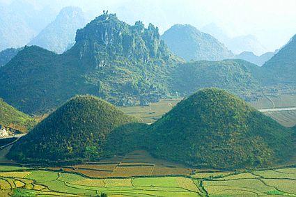 cho thuê xe đi Hà Giang - Thung lũng thị trấn Quản Bạ