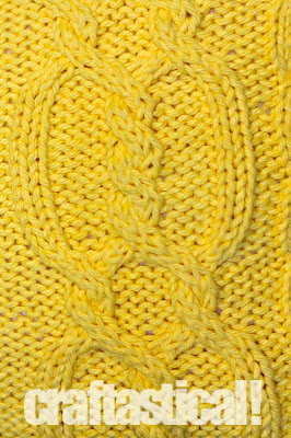 Cable knit pillow tutorial--such a cheery yellow! Close up of the cable