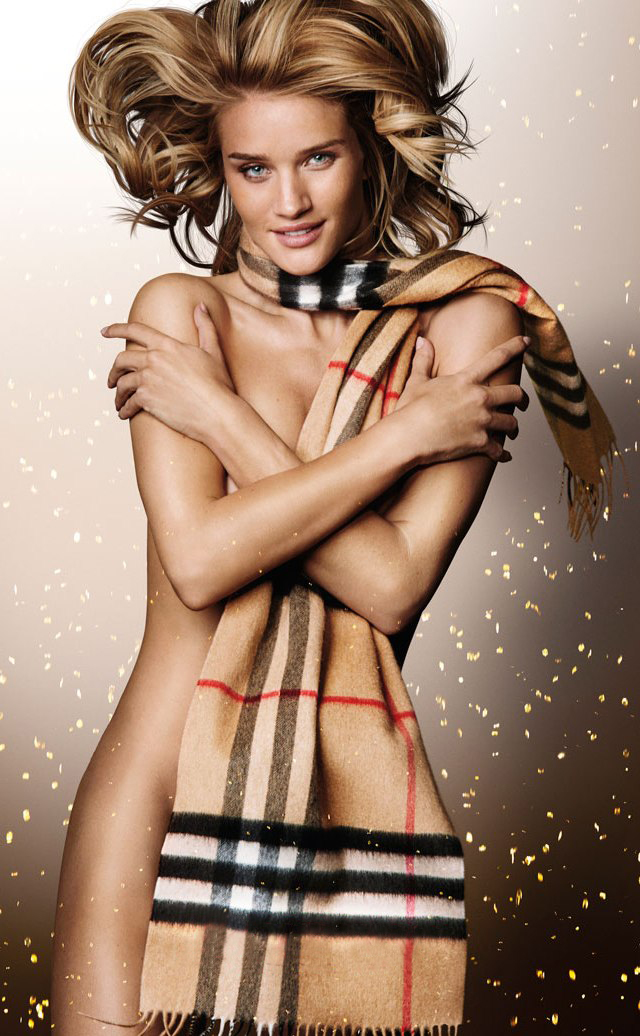 Rosie Huntington en topless