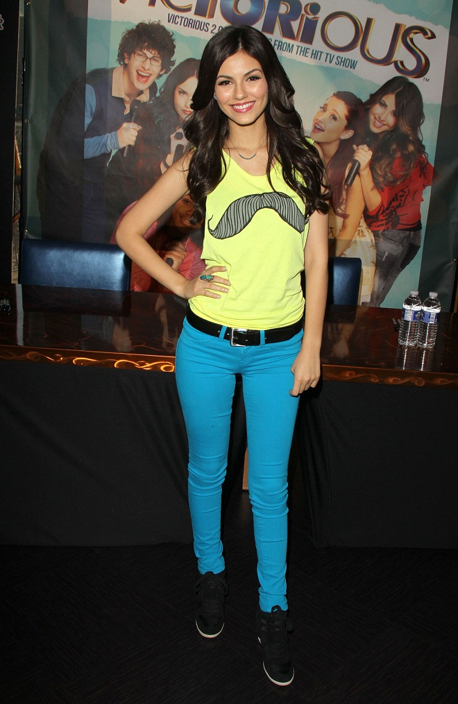Victoria Justice wears blue skinny pants at the Victorious Soundtrack Signing