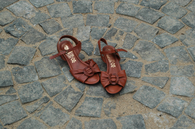 brown vintage Hush Puppies Sandals