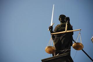 dewi keadilan themis