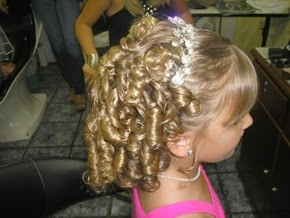 penteados-daminhas-cabelos-cacheados-0