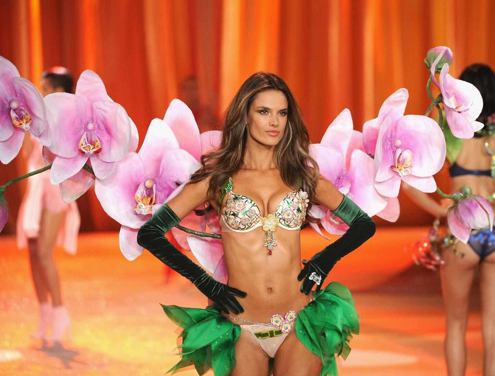 http://3.bp.blogspot.com/-1bjLA6ylWzI/UJw_0A1mHiI/AAAAAAAAAy0/9UfrYjtQQcA/s1600/85243_alessandra_ambrosio_2012_victorias_secret_fashion_show_20121107_009_122_356lo.jpg