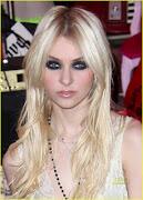 . hoje eu vim falar do olho preto da Taylor Momsen, eu amo olho preto, .
