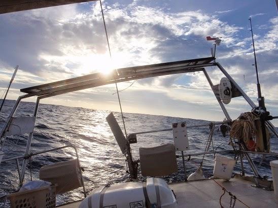 Vueltas por el mundo en un velero traves a gal pagos - Como fabricar velas ...