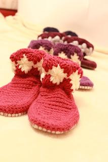 тапочки крючком,обувь ручной работы,обувь для дома,тапочки домашние,тапочки вязаные, подарок, купить тапки,домашние тапки,тапки в подарок, нежные тапочки, красивые тапочки, тапочки сапожки, домашняя обувь,тапочки, тапки домашние, сапожки для дома,сапожки ручной работы,сапожки вязаные, комнатные тапочки,вязание крючком,  вязание на заказ, детские тапочки, пинетки, красивые пинетки, настроение своими руками, тапочки-сапожки, вязаная обувь, тапочки крючком,