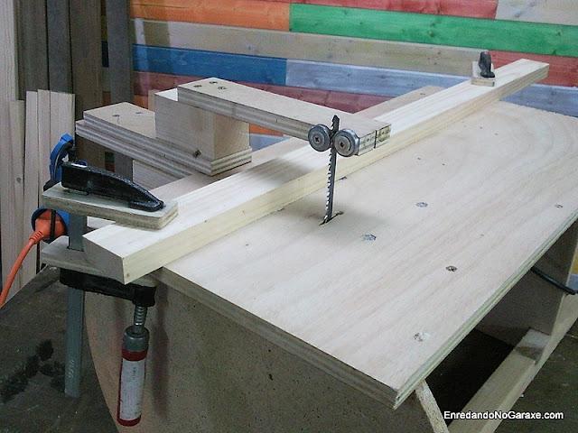 Guía para cortes rectos con sierra de calar de mesa. www.enredandonogaraxe.com