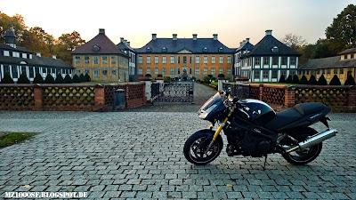Boxenstop vor Schloss Oranienbaum