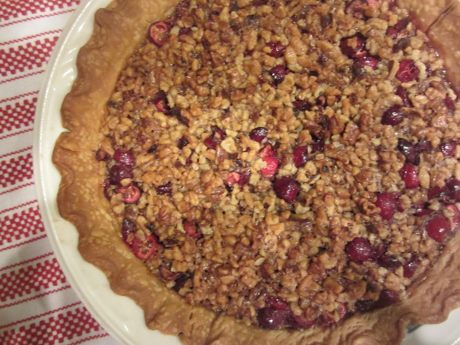 The Fanciful Fig: Cranberry Walnut Pie