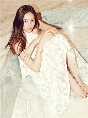 Gaya Cantik Memukau Krystal F(X) untuk Majalah Elle
