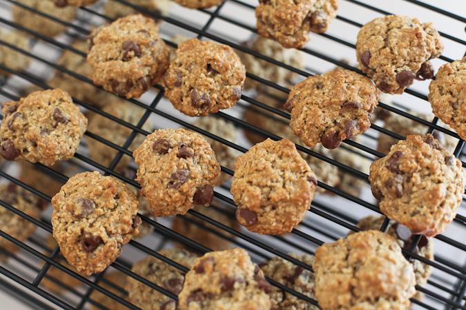 Blue is Bleu: Oatmeal Chocolate Chip Cookies