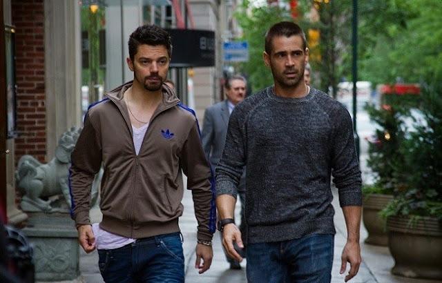 Escena de la película en que sale Colin Farrell y otro actor que parece que interpreta al protagonista de Grand Theft Auto IV (Videojuego)