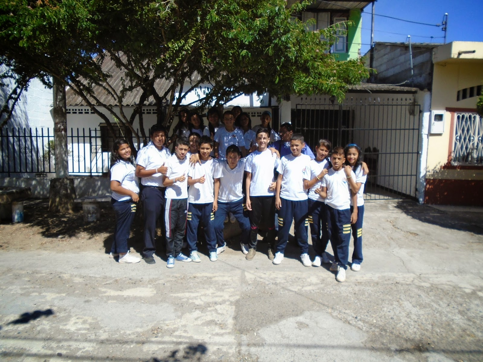 Puerto bogot hoy1 visitando la casa del escritor luis for Concurso docentes exterior