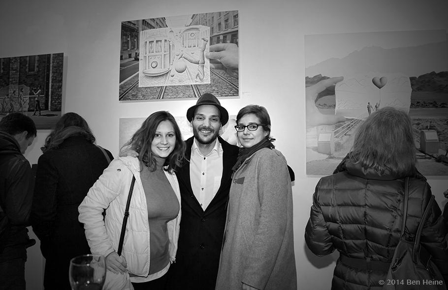 Ben Heine avec Caroline Ghilain et Delphine Termote (Anciens Collège Saint Vincent) - Exposition Parallel Universe - Bruxelles 2014