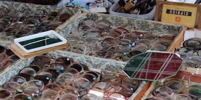Vossenplein, flea market, flea market Brussels, Place du Jeu de Balle, Marollen, Marolles, thrifting Brussels, vintage Brussels, vlooienmarkt, tweedehands Brussel, geek glasses, vintage glasses