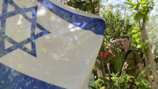 An Israeli soldier salutes