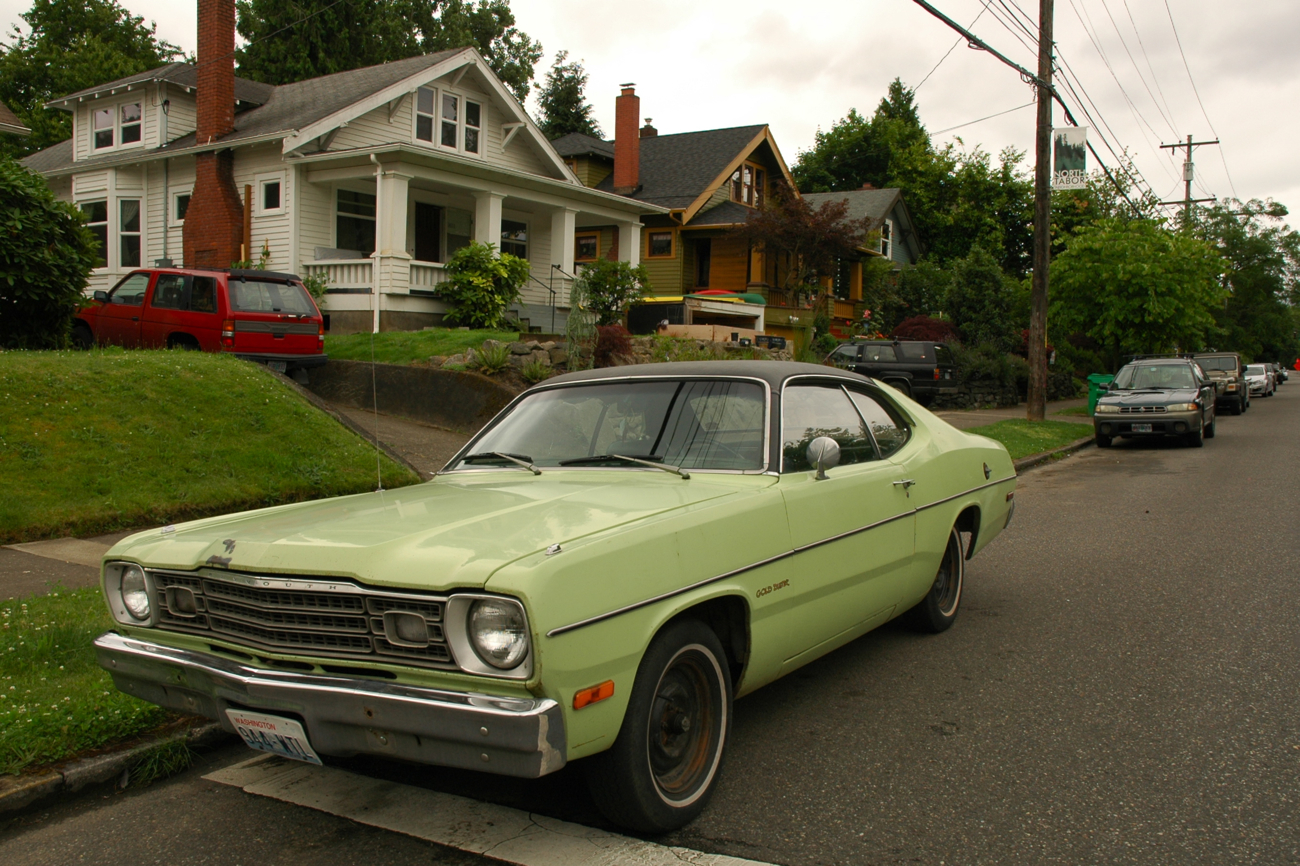 old parked cars 1973 plymouth gold duster. Black Bedroom Furniture Sets. Home Design Ideas