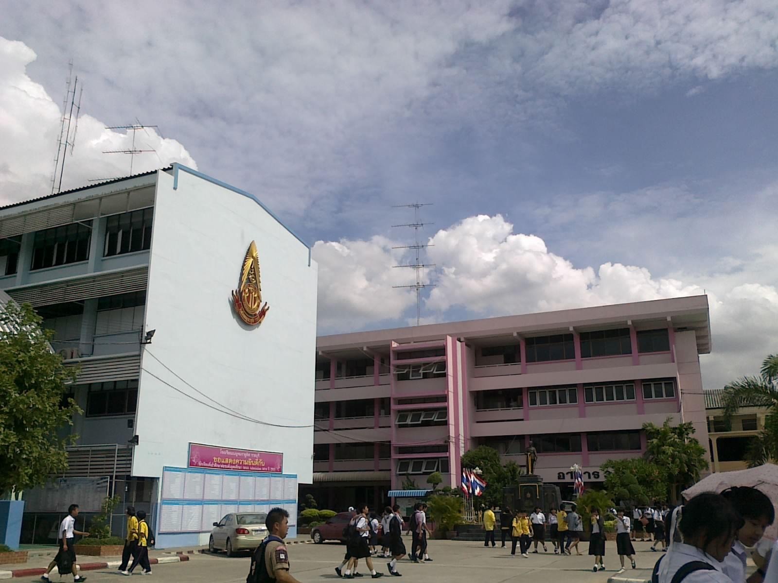 ภาพ ของ โรงเรียน ซึ่ง เต็ม
