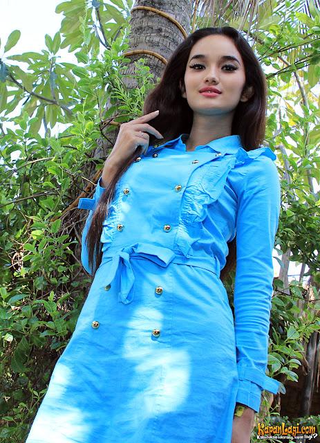 Foto Cantiknya Faby Marcelia dengan Blue Mini Dress