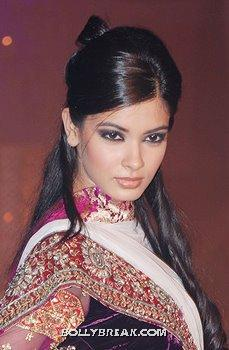 Diana Penty Face Close Up - Diana Penty Hot Pics - Model Ramp Walk Fashion Show