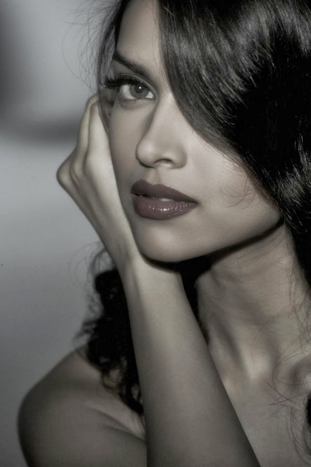 Deepika Padukone Hot Close-Up Pics pimples visible