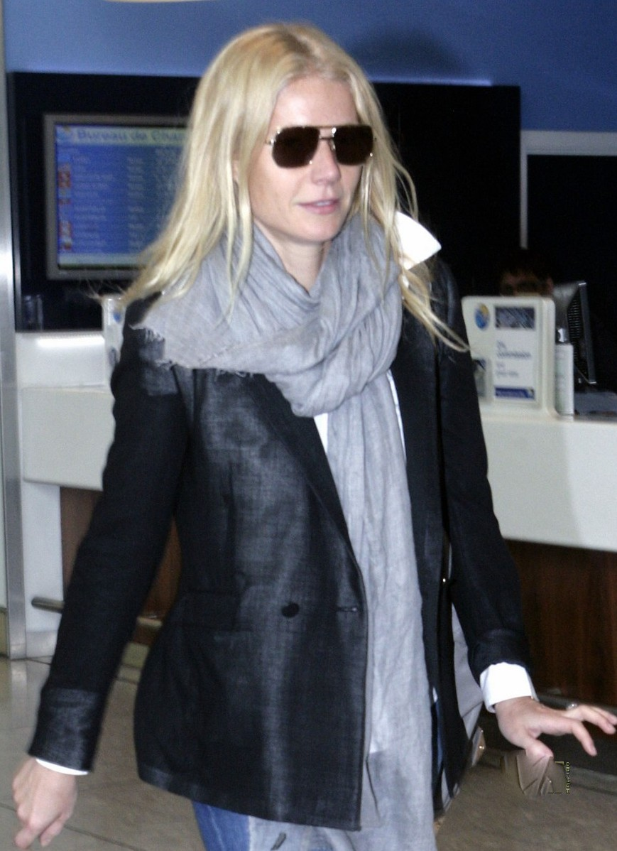 Gynneth Paltrow at airport