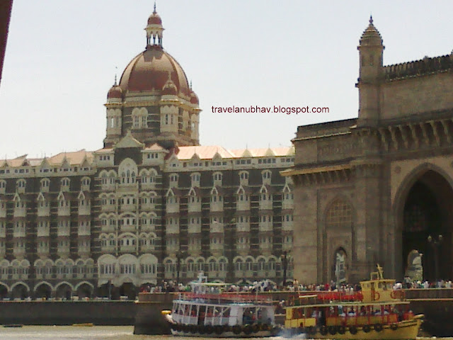 Ferry service at Gateway of India