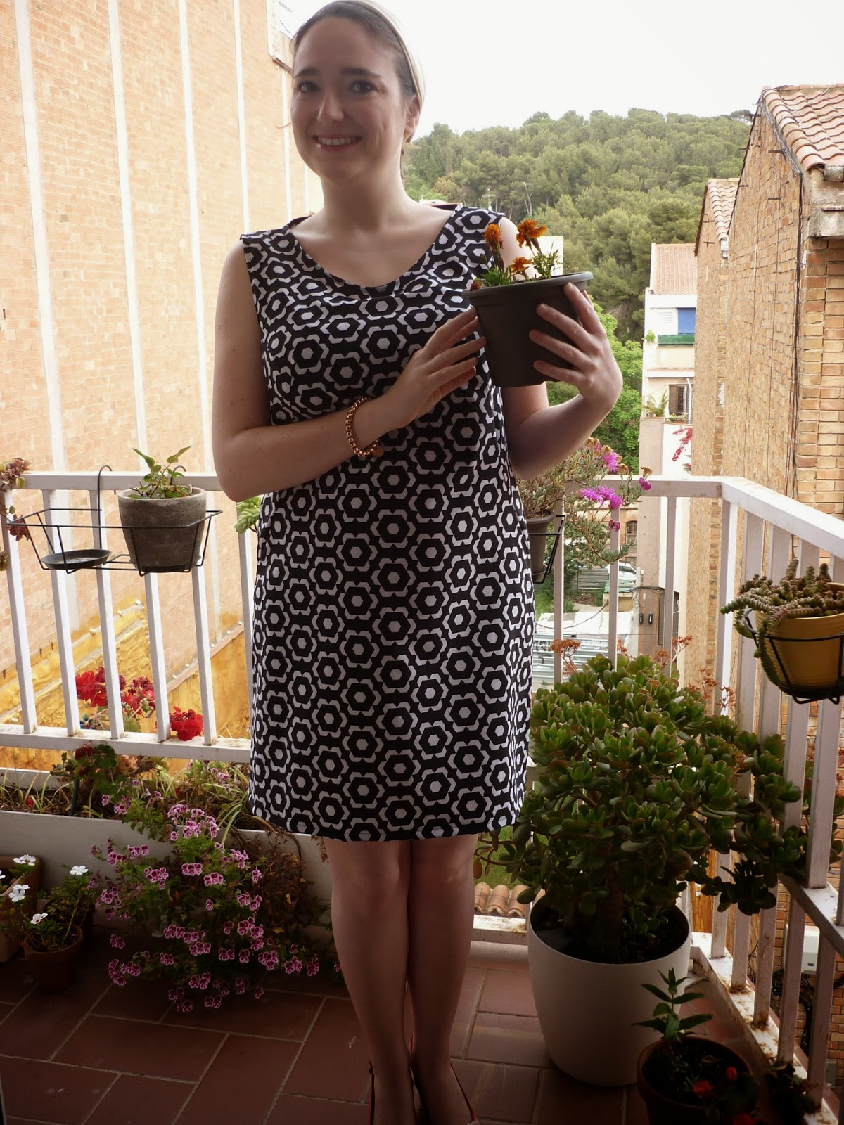 blanco y negro flores 60's modistilla de pacotilla burda 09/2012 109 vestido