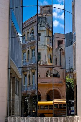 En La Habana, Cuba, by Guillermo Aldaya / PhotoConversa