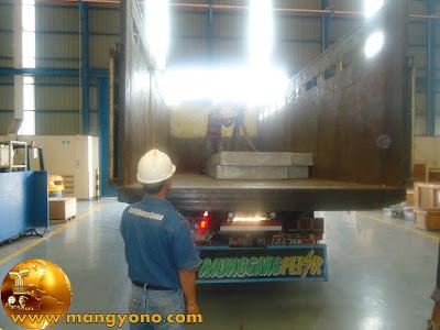 FOTO : Mobilisasi material untuk PT. VICO - Muara Badak
