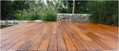 Rancangan menarik pada lantai kayu untuk rumah Anda