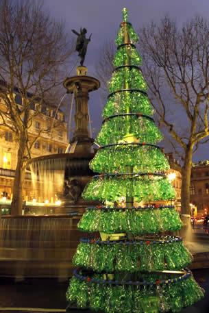 Árvores de natal feitas com garrafas pet - passo a passo