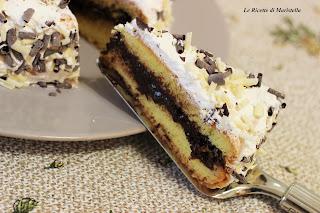 torta al pan di spagna con cioccolato e panna