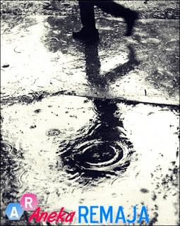 Puisi Sedih Patah Hati : Menari di bawah lindungan bulan