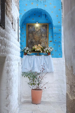 shrine in an alley in Old Bari