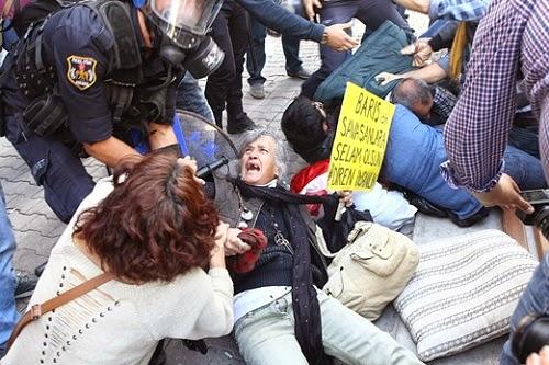 Polis Turki Bertempur Dengan Penunjuk Perasaan Kurdis 14 Terbunuh
