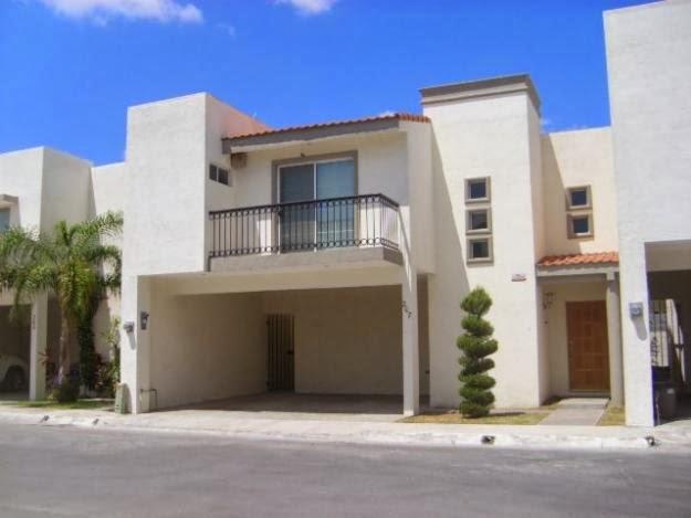 Fachadas de casas modernas fachada moderna en residencial for Fachada de casas modernas con balcon