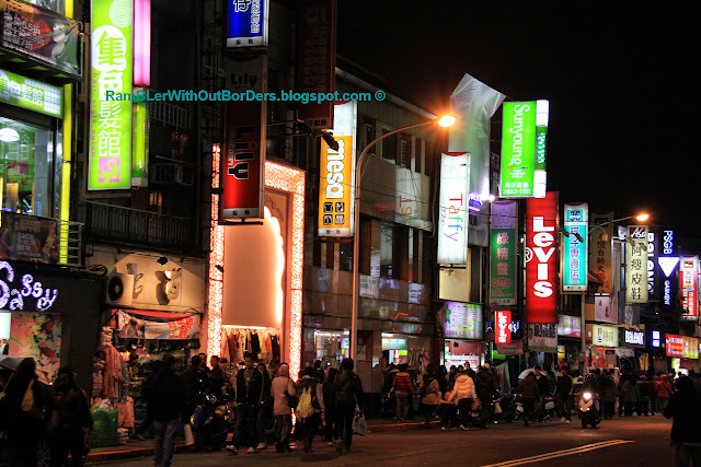 Street scene, Shilin Night Market, Taipei, Taiwan