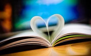 coeur d amour avec les page d'un livre