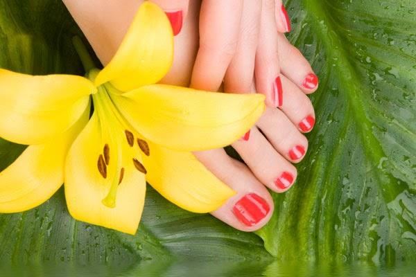 خطوات سهلة لعلاج خشونة القدمين وتشققهما في فصل الشتاء
