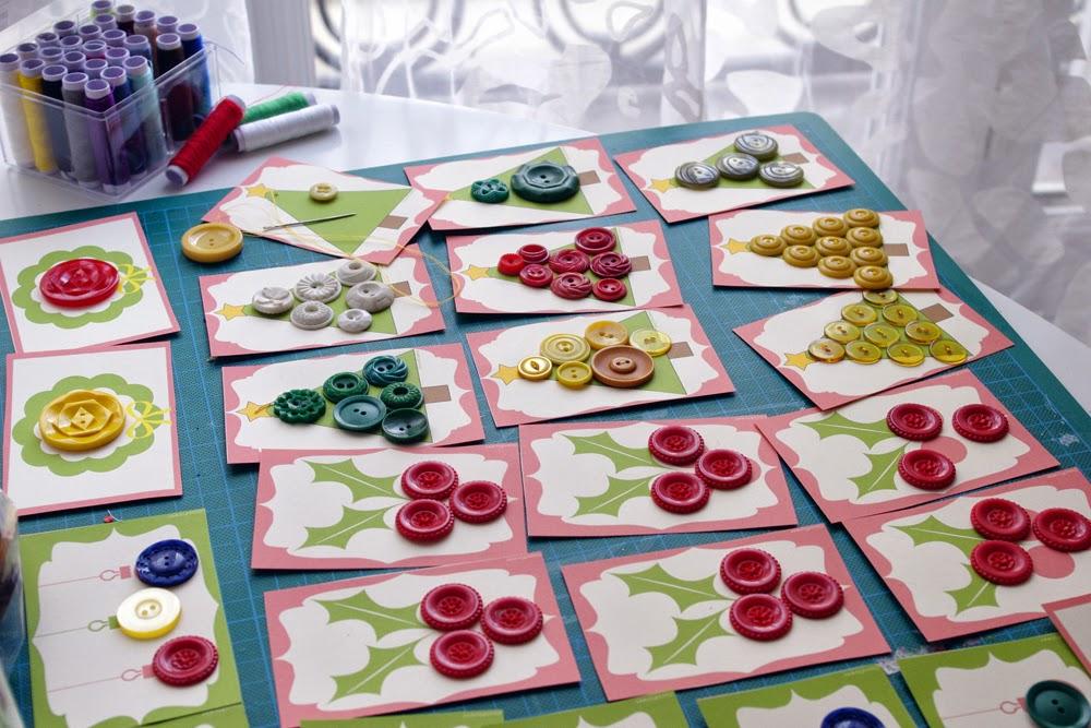 coudre de jolis boutons vintage sur des supports décoration noël - www.cocoflower.net
