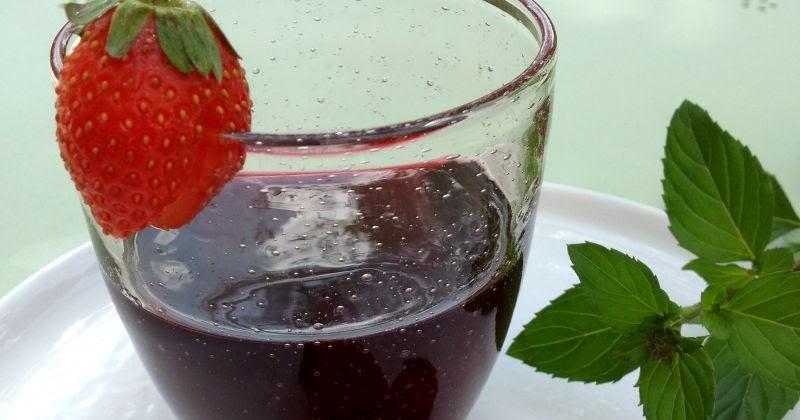 la cuisine claudine le vin aux fraises selon ma grand m re georgette. Black Bedroom Furniture Sets. Home Design Ideas