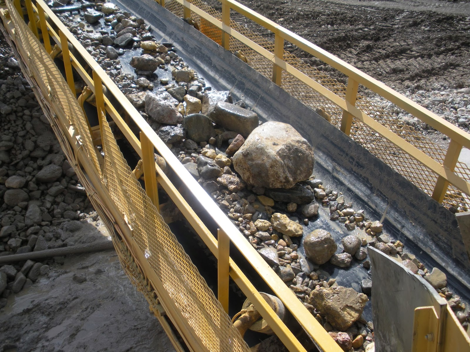 Trommels and vibrating screens is always a case by case study for primary screening of Gold and Diamond bearing gravels