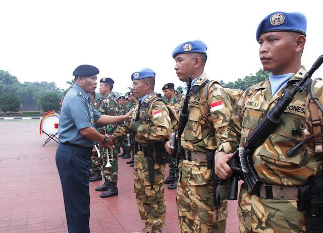 TNI Berangkatkan 175 Personel Satgas Kompi Zeni ke Kongo